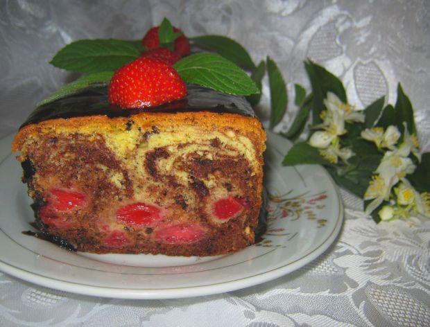 Smaczne ciasto z truskawkami