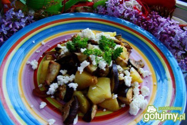 Smażone ziemniaczki z bakłazanem i serem