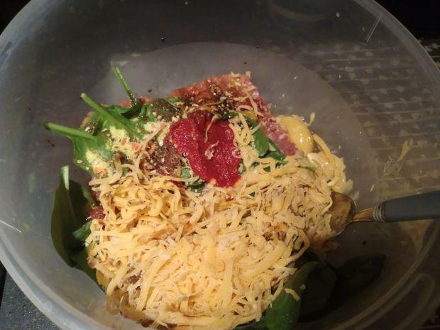 Śmietanowe klopsiki z indyka ze szpinakiem i serem