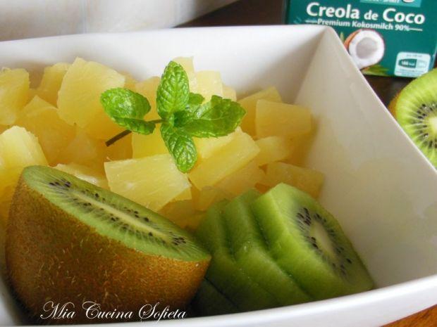 Smoothie z ananasa, kiwi i mięty