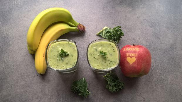 Smoothie z jarmużu, bananów i imbiru
