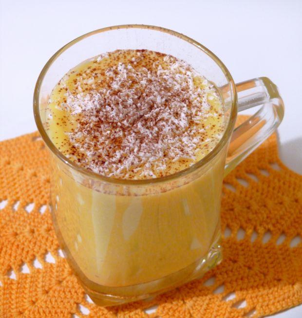 Smoothie z mleka kokosowego i owoców