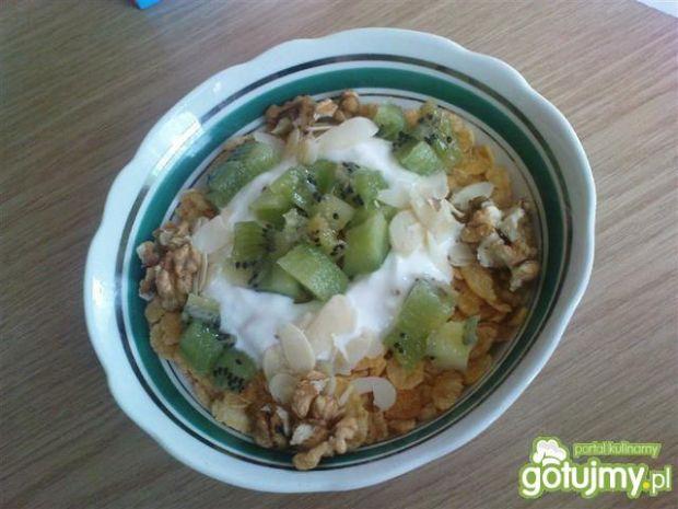Śniadanie jogurtowe z kiwi