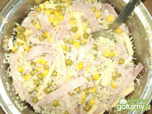 Śniadaniowa sałatka z kuskusem
