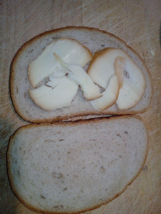 Śniadaniowe tosty z jajecznicą