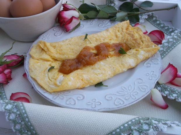 Śniadaniowy omlet z dżemem