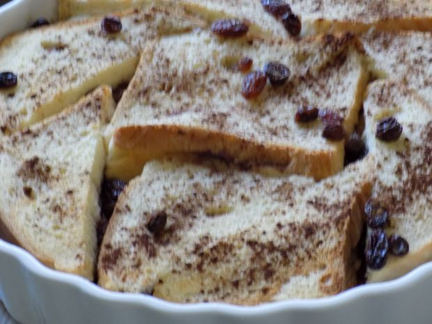 Śniadaniowy pudding chlebowy z cynamonem