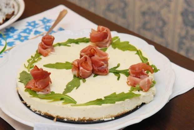 Śniadaniowy tort bieluchowy