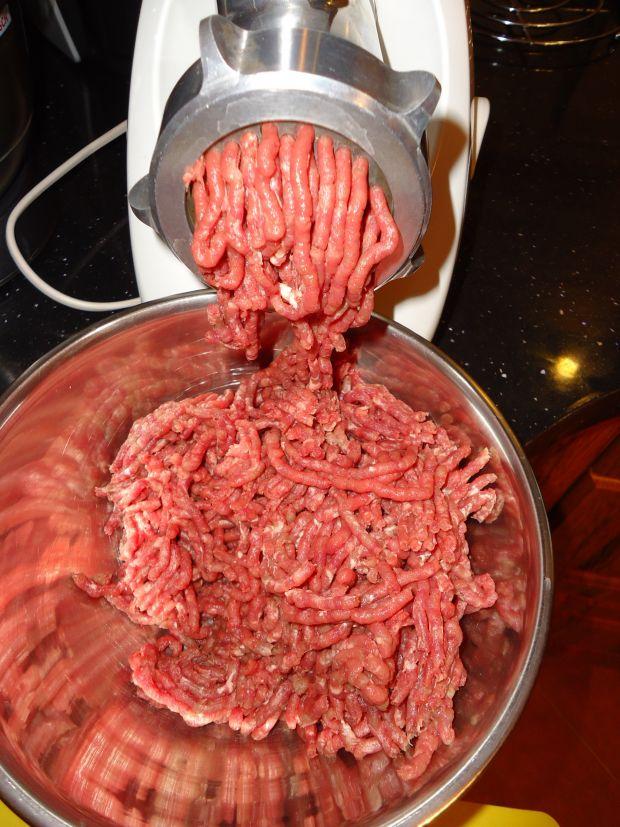 Soczysty hamburger z cytrynową nutą