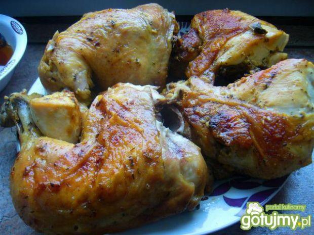 Soczysty kurczak pieczony w ćwiartkach