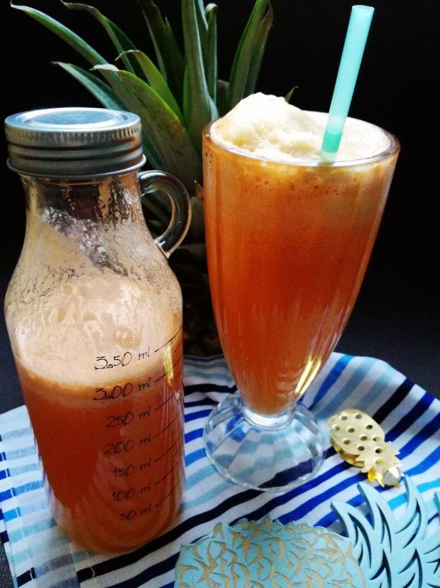 Sok ananasowo-jabłkowo-marchewkowy