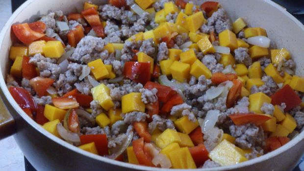Sos mięsno - dyniowy do makaronu