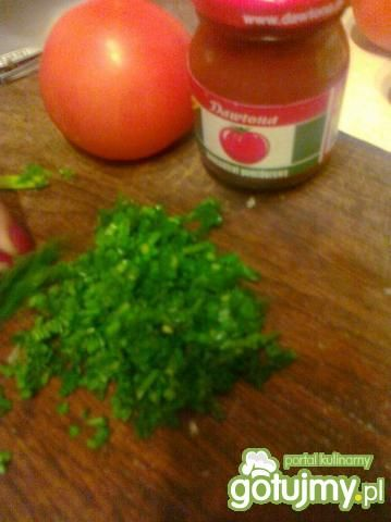 Sos pomidorowo-szczypiorkowy do pizzy