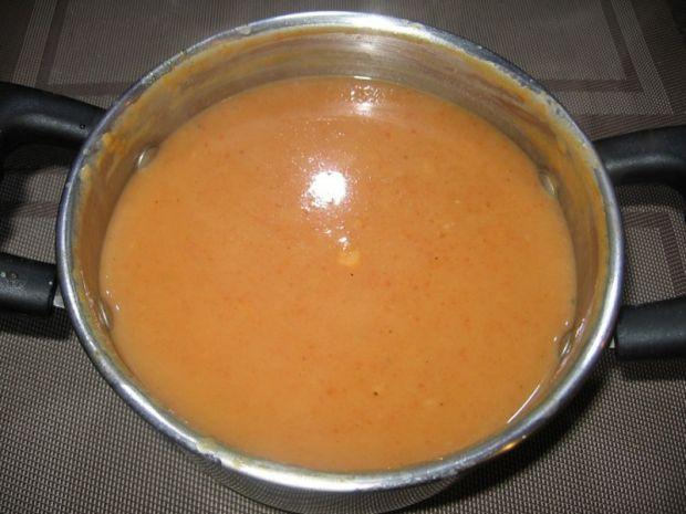 Sos pomidorowy do gołąbków lub pulpetów