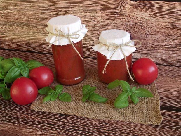 Sos pomidorowy z bazylią do słoików na zimę