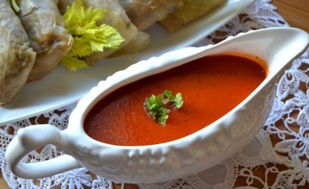 Sos pomidorowy z grillowaną papryką oraz selerem