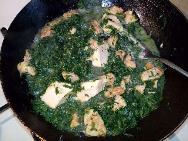 Sos szpinakowo - serowy z kurczakiem