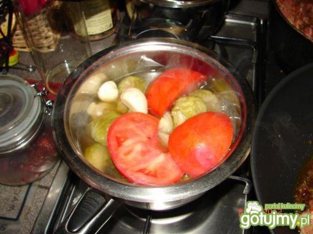 Sos z brukselką, pomidorem i papryką
