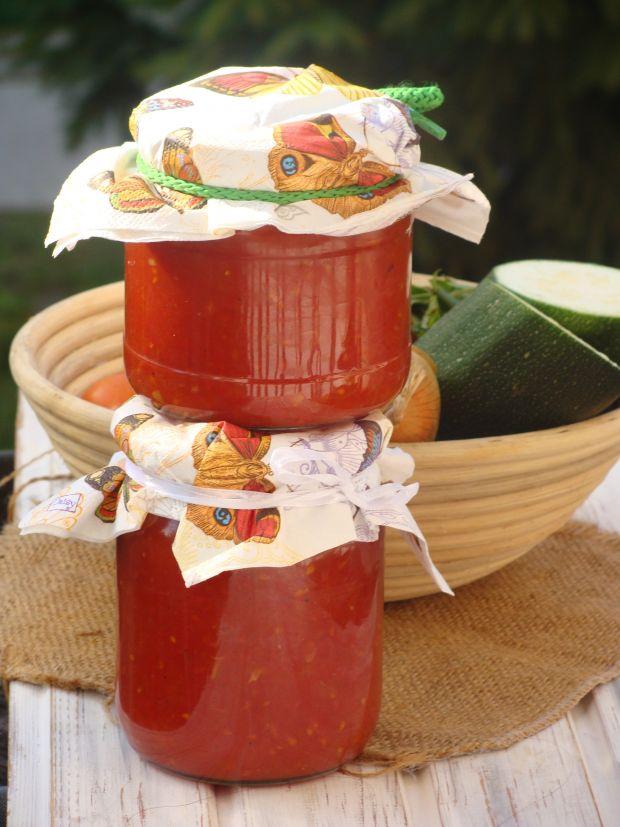 Sos z pomidorów i cukinii
