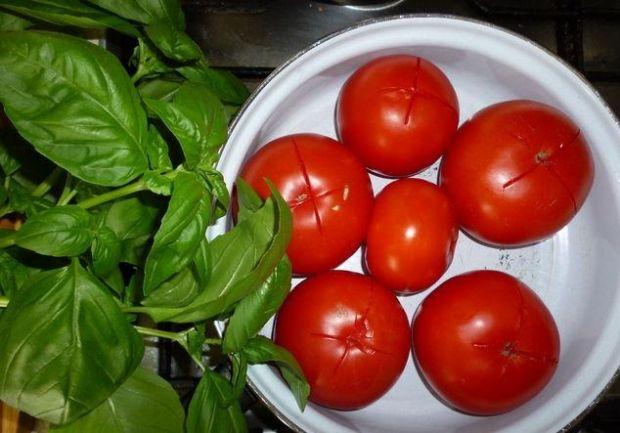 Sos ze świeżych pomidorów z bazylią