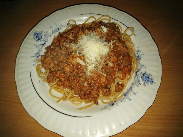 Spaggetti bolognese z wołowiną i czerwonym winem