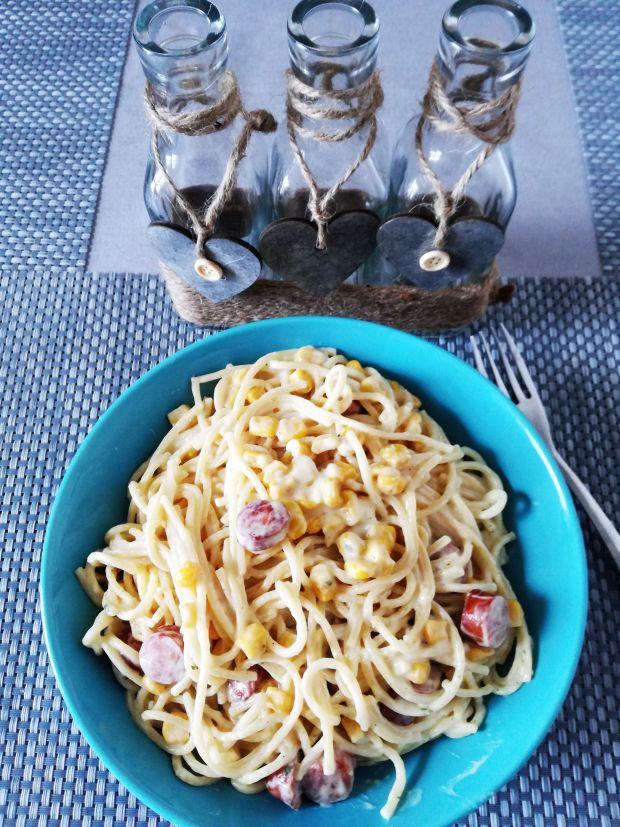 Spaghetti carbonara z frankfuterkami