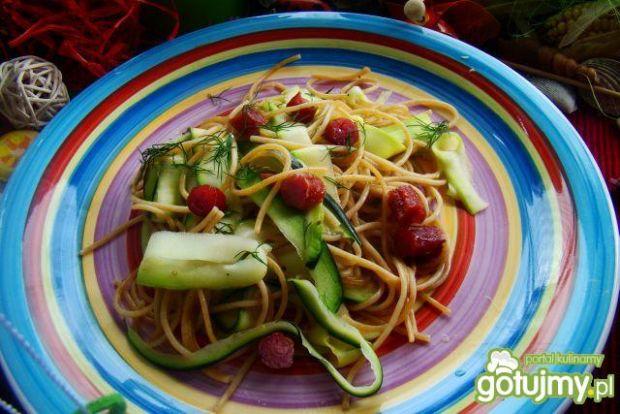 Spaghetti razowe z cukinią i kabanosem