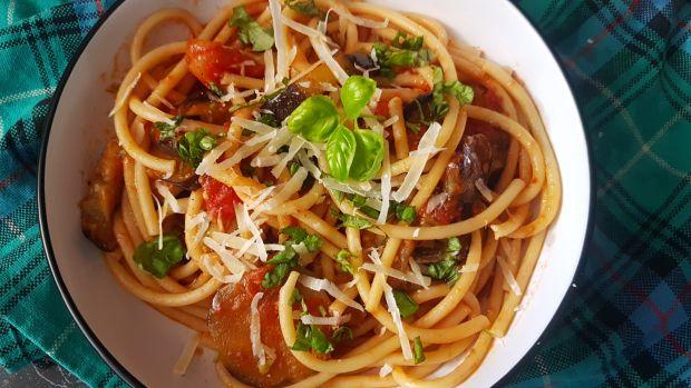 Spaghetti z bakłażanem i pomidorami
