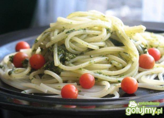Spaghetti z domowym black pesto