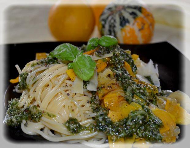 Spaghetti z dynią i pesto