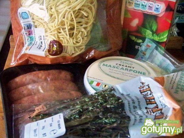 Spaghetti z kiełbasą i mascarpone