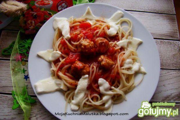 Spaghetti z klopsikami i mozzarellą