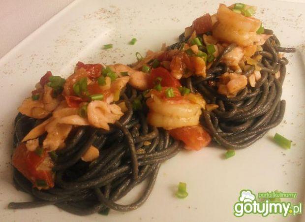 Spaghetti z krewetkami i łososiem