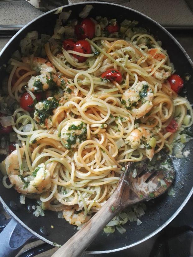 Spaghetti z krewetkami i pomidorkami