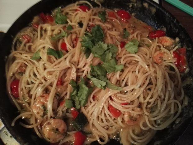 Spaghetti z krewetkami i warzywami po azjatycku