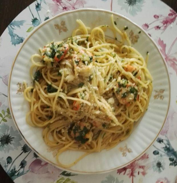 Spaghetti z krewetkami w sosie maślano-winnym