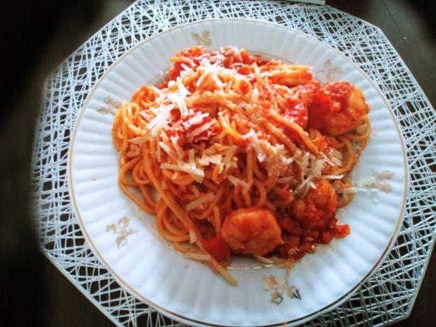 Spaghetti z krewetkami w sosie pomidorowym