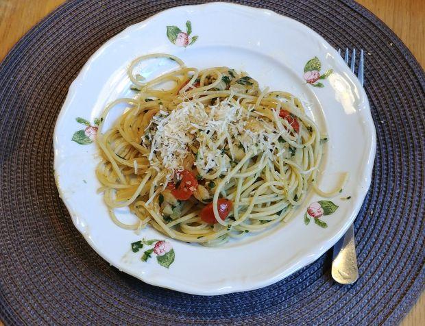 Spaghetti z krewetkami w sosie serowo-winnym