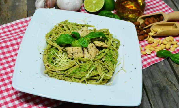 Spaghetti z kurczakiem i pietruszkowo-bazyliowym p