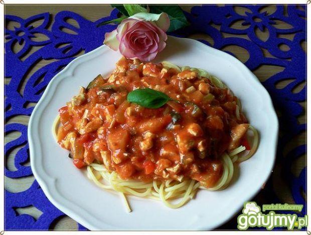 Spaghetti z kurczakiem i warzywami