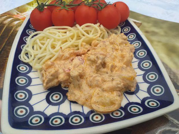 Spaghetti z kurkami, boczkiem i pomidorkami