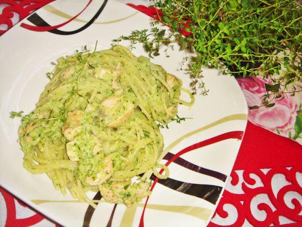 Spaghetti z łososiem i sosem brokułowo-koperkowym