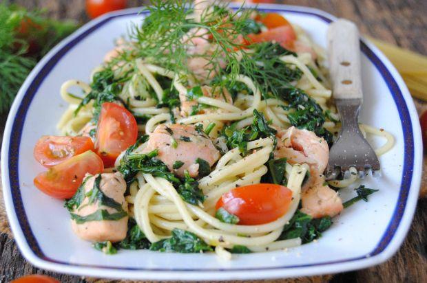 Spaghetti z łososiem i szpinakiem