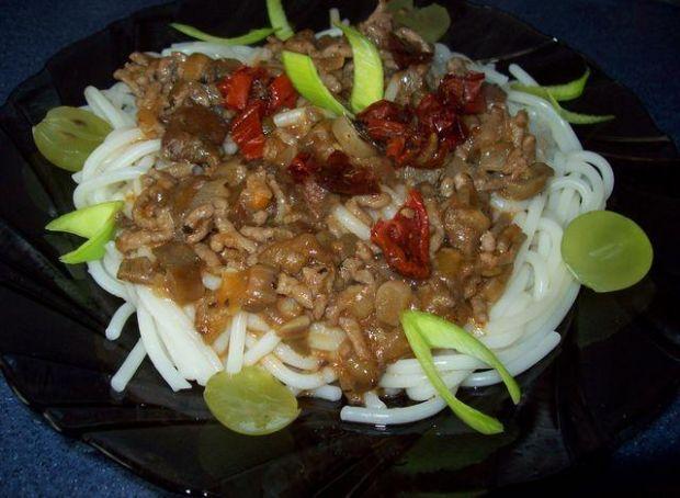 Spaghetti z mielonym mięsem i grzybami