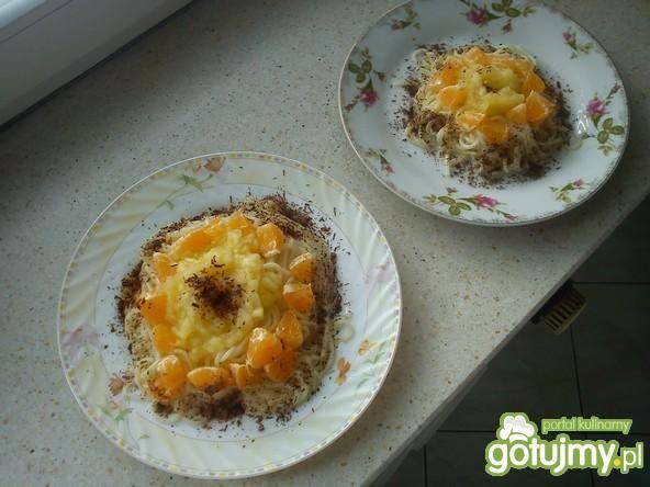 Spaghetti z owocami