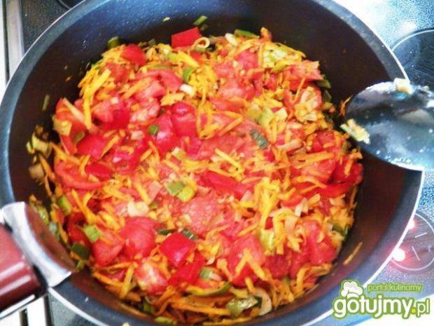 Spaghetti z papryką i innymi warzywami