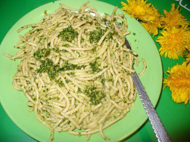 Spaghetti z pesto czosnku niedźwiedziego