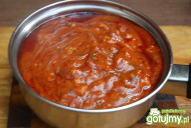 Spaghetti z sosem i serem Chedar
