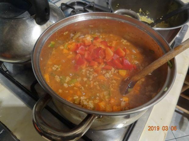 Spaghetti z sosem mięsno-warzywnym