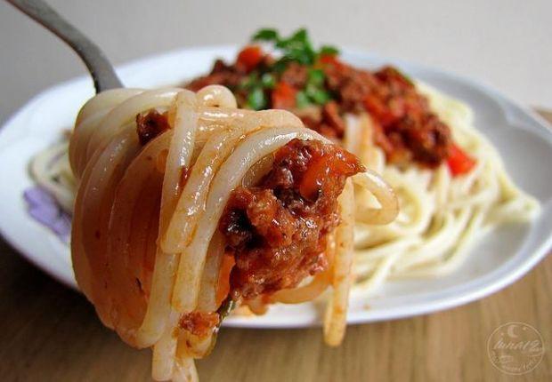 Spaghetti z sosem pomidorowo -paprykowym